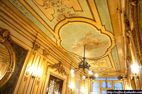 イタリア カフェ 豪華な内装