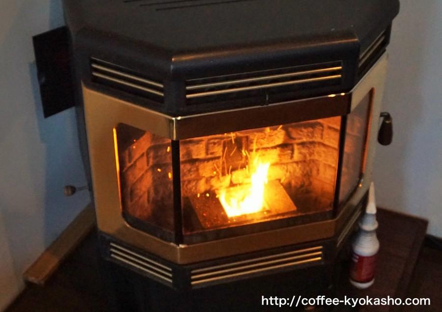 雰囲気のある暖炉風ストーブ